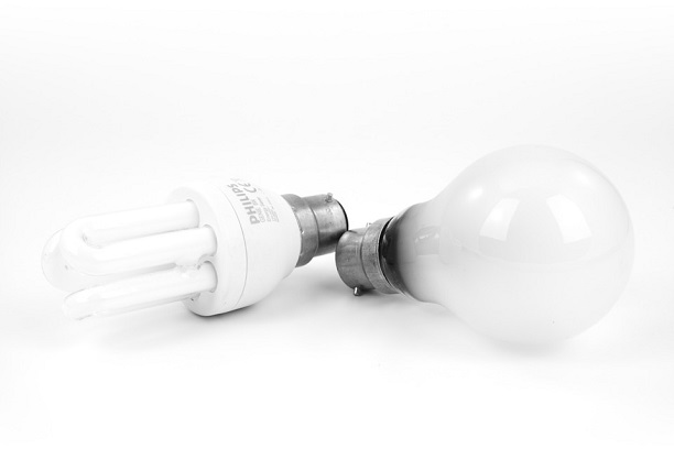 2 lightbulbs efficiency